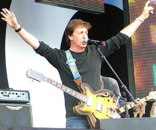 Paul_McCartney_&_Bono_Live8